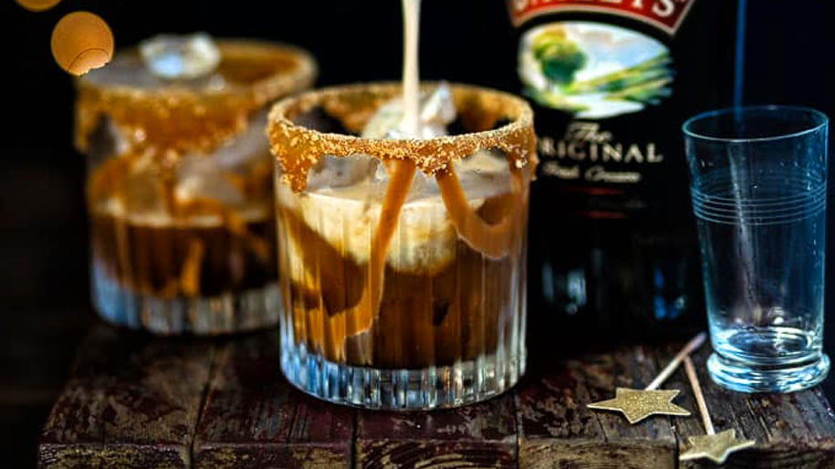 Rượu sữa Baileys with a hint of coffee flavour