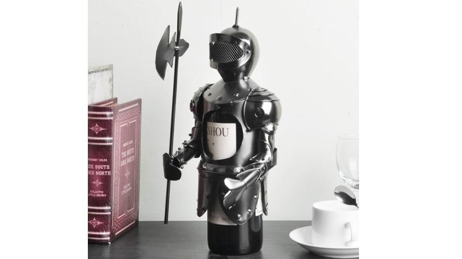 Kệ rượu hình Áo giáp hiệp sĩ